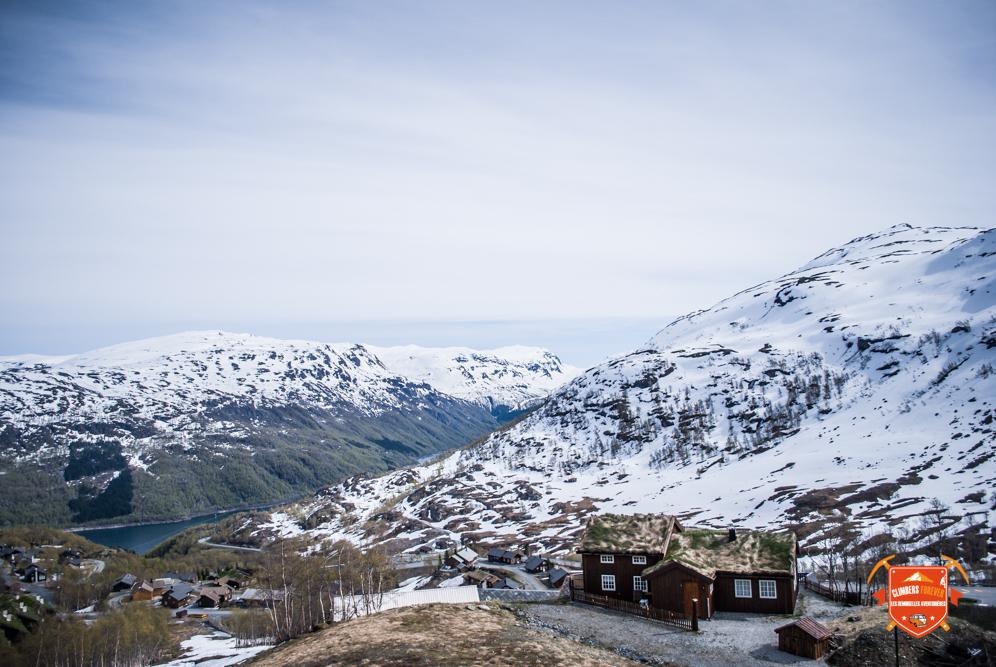Stations de ski, cols enneigés, glaciers, les décors sont superbes