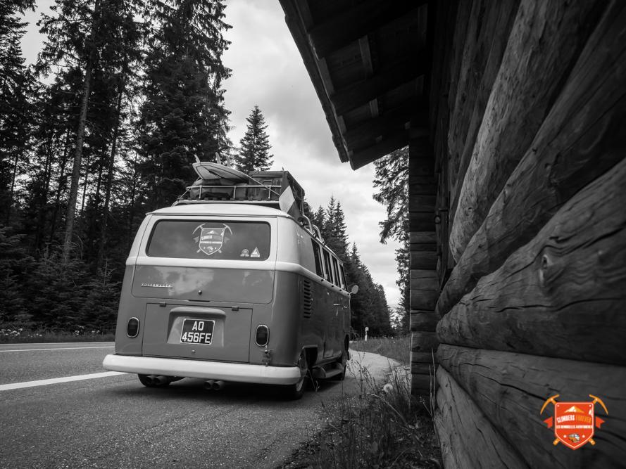 Sur la route en direction de Pforzheim, des lignes droites d'épineux, magique!