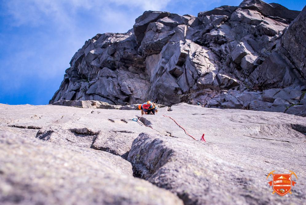 Un rocher pur granit agréable à grimper mais parfois douloureux pour nos doigts ;-)