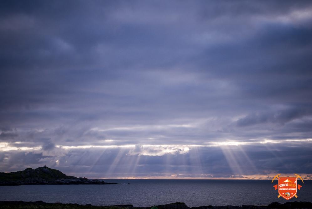 Encore un soleil de minuit qui se mérite au sommet e la voie