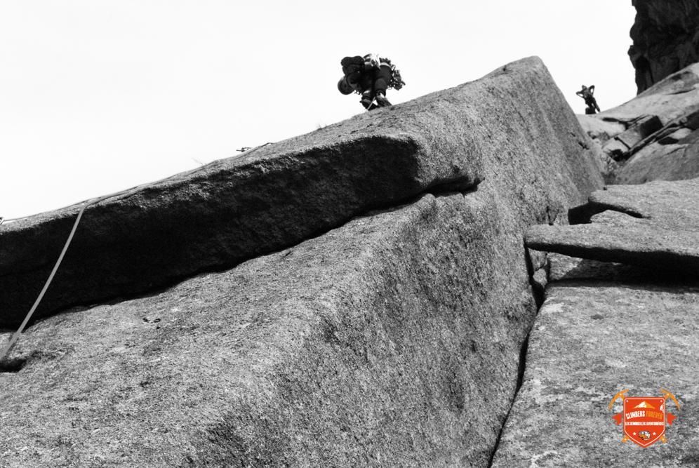 Un rocher en granit comme si personne n'avait jamais grimpé, aucun spit, aucun piton, un rocher vierge comme certainement dans les années 70's nos Demoiselles sont heureuses, très heureuses!